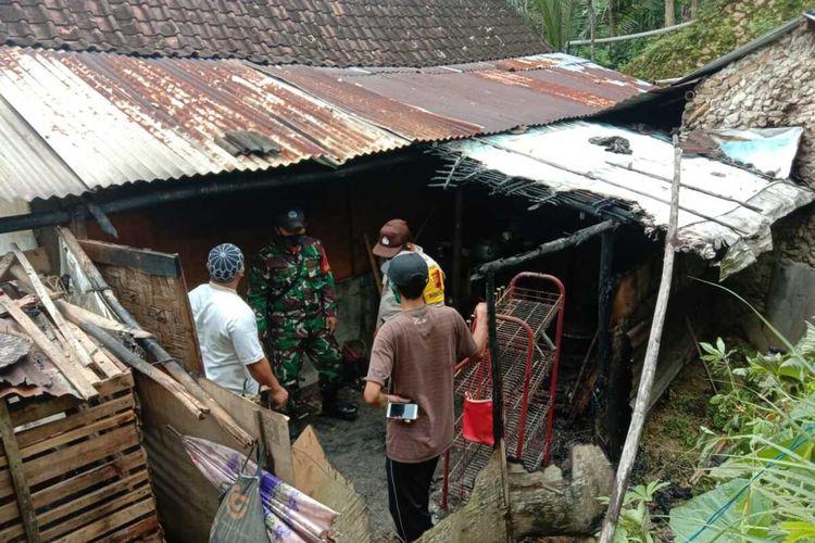 Dapur rumah milik Tukino (61), warga Desa Redisari, Kecamatan Rowokele, Kebumen, Jawa Tengah terbakar, Sabtu (2/1/2021).