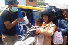 Mahasiwa Aceh Barat Bagikan Masker untuk Korban Letusan Gunung Sinabung