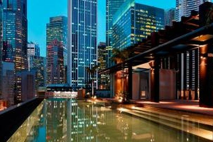 HI-SO, rooftop bar yang eksklusif di Sofitel So Singapore.