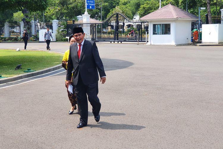Mantan Wakil Ketua Komisi Pemberantasan Korupsi (2003-2007) Tumpak Hatarongan Panggabean menyambangi Kompleks Istana Kepresidenan, Jakarta, Jumat (20/12/2019) siang, satu jam sebelum pelantikan dewan pengawas Komisi Pemberantasan Korupsi.