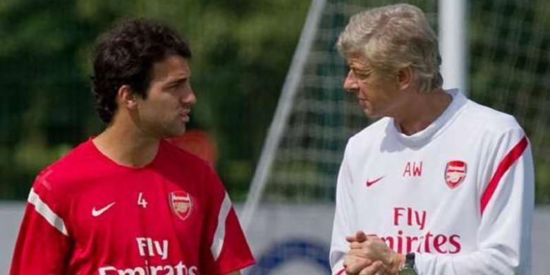 Gelandang asal Spanyol, Cecs Fabregas bersama pelatih Arsenal, Arsene Wenger.