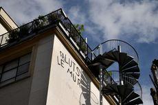 Galeri di Paris Ini Tawarkan Sensasi Berkeliling Sambil Telanjang