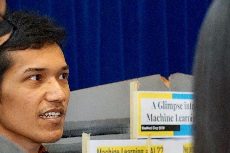 Pararawendy Indarjo, seorang mahasiswa Indonesia penerima beasiswa StuNed dari Pemerintah Belanda yang saat ini sedang menyelesaikan studinya pada program Mathematics and Science Based Business di Leiden University, Leiden, Belanda.