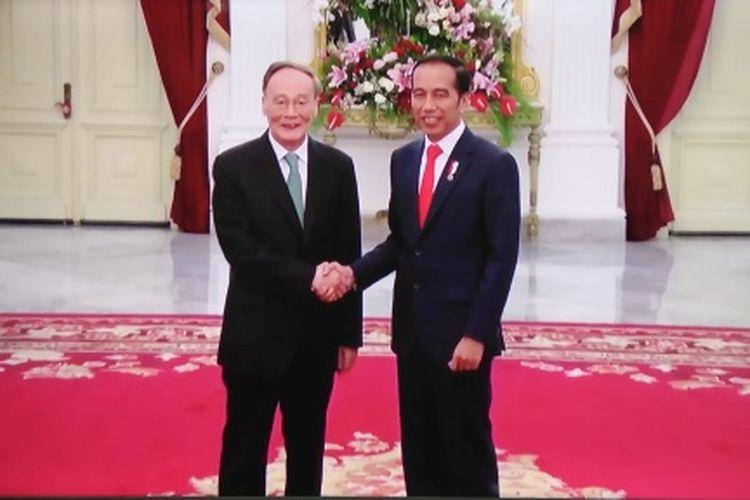 Presiden Joko Widodo menerima Wakil Presiden Republik Rakyat Tiongkok Wang Qishan di Istana, Minggu (20/10/2019)