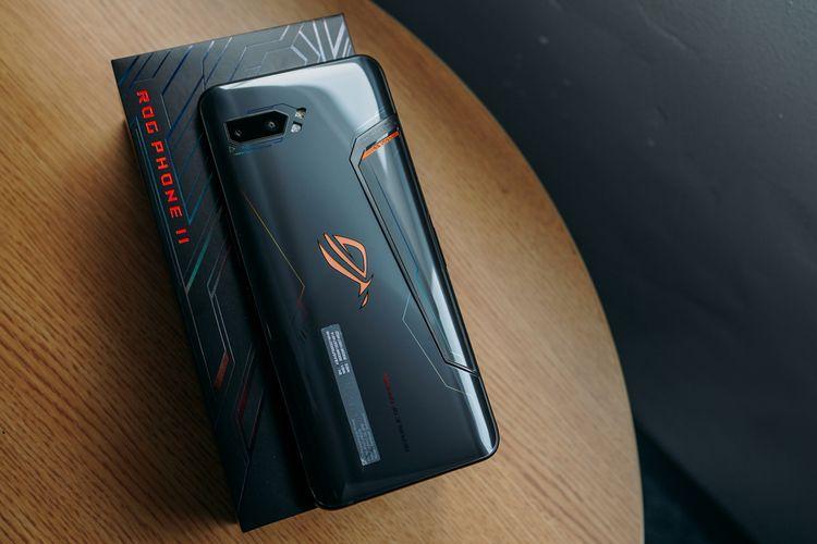Asus ROG Phone II dan kotak kemasannya