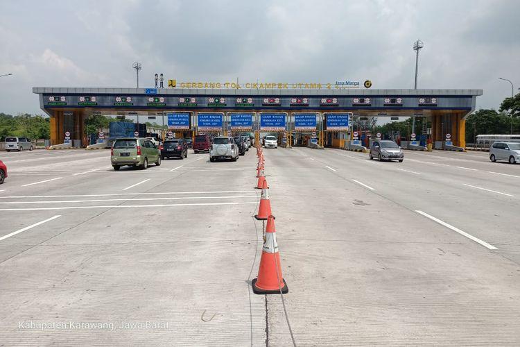 Gerbang Tol (GT) Cikampek Utama Jalan Tol Jakarta-Cikampek (Japek).