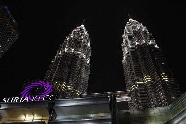 Potret Menara Petronas diambil dari depan Suria Kuala Lumpur City Centre