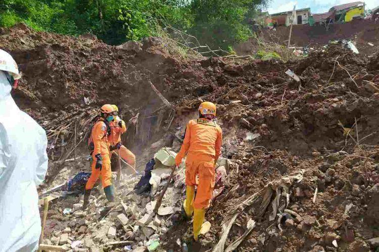 Tim SAR gabungan kembali temukan dua korban berjenis kelamin laki-laki usia anak di lokasi Perumahan Pondok Daud, Cimanggung, Sumedang, Jawa Barat, Senin (18/01/2021) siang.