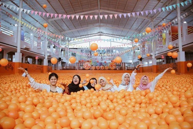 Centrum Million Balls, Bandung