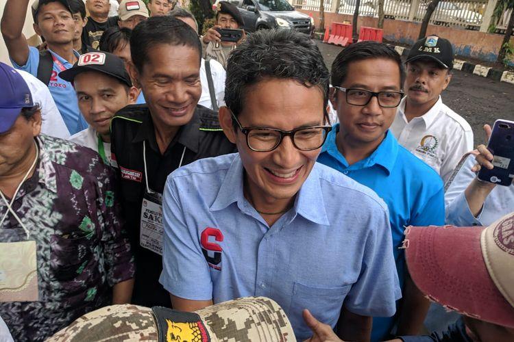 Sandiaga Uno saat mengunjungi Gor Radio Dalam, tempat penghitingan suara Kecamatan Kebayoran Baru, Jakarta Selatan. Pada Rabu (24/4/2019)