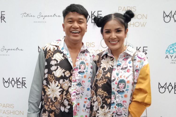 Desainer Tities Saputra (kiri) dan Penyanyi Nindy ketika ditemui di Ayana Midplaza, Jakarta, Kamis (13/9/2018).