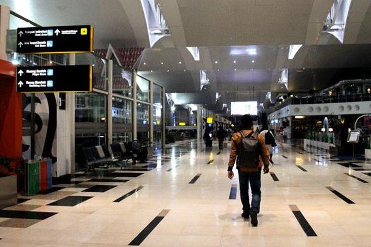 Ilustrasi Bandara Kualanamu: Penumpang berjalan menuju ruang tunggu Gate 8 di Bandara Kualanamu, Medan, Sumatera Utara, Selasa (23/8/2016). Bandara Kualanamu adalah satu pintu masuk wisatawan menuju Danau Toba.