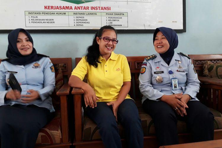 Mantan anggota Komisi V DPR, Damayanti Wisnu Putranti (baju kuning), Senin (21/8/2017)