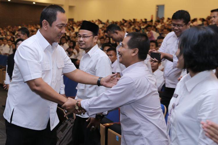 Wali Kota Semarang Hendrar Prihadi mengimbau masyarakat untuk tidak panik terkait penyebaran virus corona.
