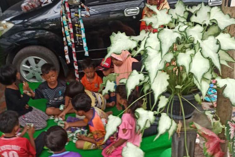 Mobil Toyota Avanza hasil barter bunga saat di rumah Nonex