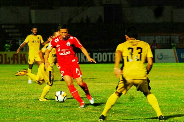 Kapten Persija Jakarta Ismed Sofyan dalam laga melawan Bhayangkara FC di Stadion Sultan Agung Bantul