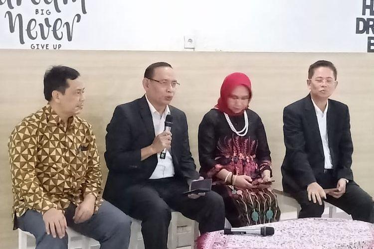 Konferensi pers KIP Kuliah dihadiri Plt Kepala Biro Kerjasama dan Humas Ade Erlangga, Ketua LTMPT Prof. M. Nasih, Sesditjen Dikti Paristiyanti Nurwardani dan Ketua Pelaksana LTMPT Prof. Budi Prasetyo.