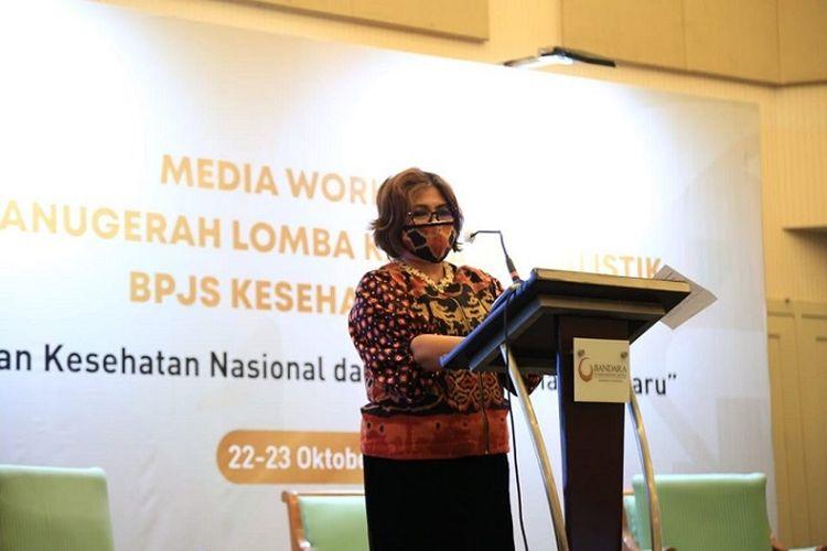 Direktur Perluasan dan Pelayanan Peserta BPJS Kesehatan Andayani Budi Lestari, saat memberi apresiasi kepada para jurnalis pemenang Lomba Karya Jurnalistik 2020, Jumat (23/10/2020).