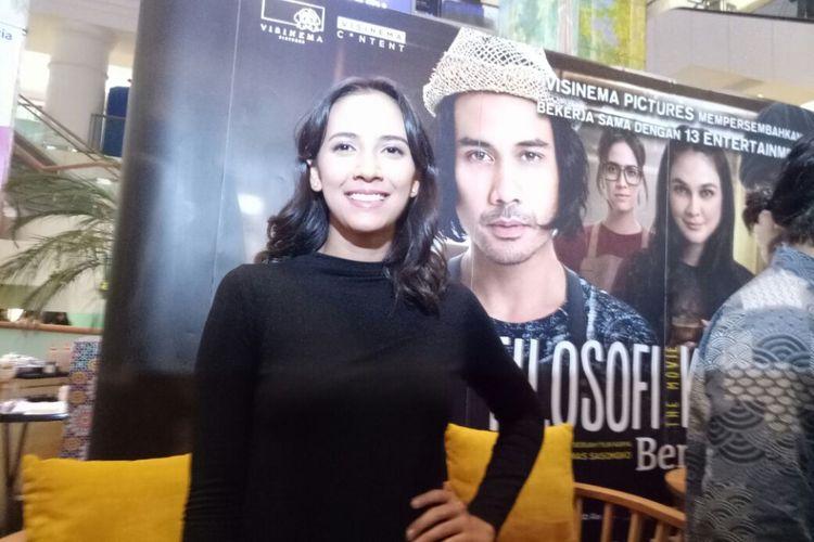 Nadine Alexandra berpose pada jumpa pers film Filosofi Kopi 2 : Ben & Jody di Plaza Indonesia, Jakarta Pusat, Rabu (5/6/2017).
