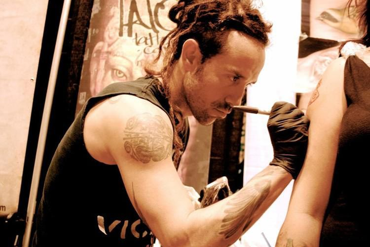 Lalo Yunda, seniman tato kelahiran Kolombia yang kini menetap di Kota New York dan mendirikan House of Monkey Tattoo.