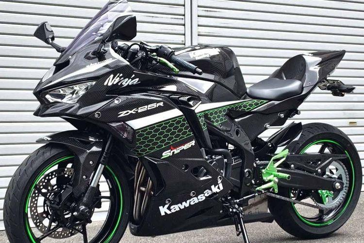 Modifikasi Kawasaki Ninja ZX-25R dengan bodi full carbon