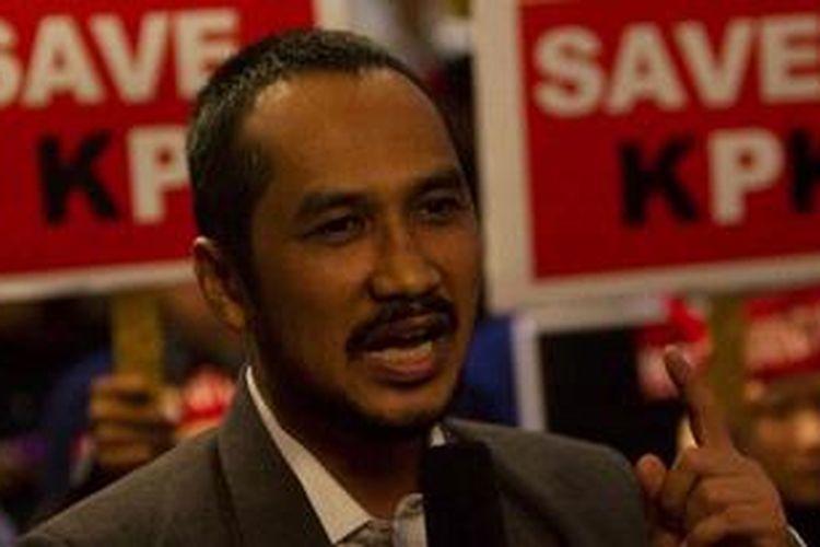 Ketua KPK, Abraham Samad menemui Warga Pendukung Pemberantasan Korupsi di Gedung KPK, Kuningan, Jakarta Selatan, Kamis (4/10/2012).