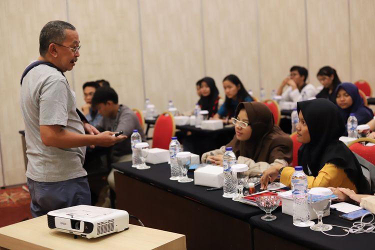 Direktorat Pembinaan SMA (PSMA) dalam Festival Literasi Siswa (FLS) 2019 mewadahi pengembangan literasi siswa SMA dalam ranah literasi digital melalui kompetisi dan pembinaan literasi siswa yang digelar di Bogor, Jawa Barat, 26-29 Juli 2019.