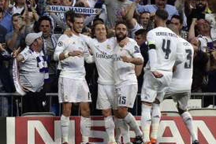 Para pemain Real Madrid merayakan gol ke gawang Manchester City dalam laga semifinal kedua Liga Champions, di Stadion Santiago Bernabeu, Rabu (4/5/2016) waktu setempat.