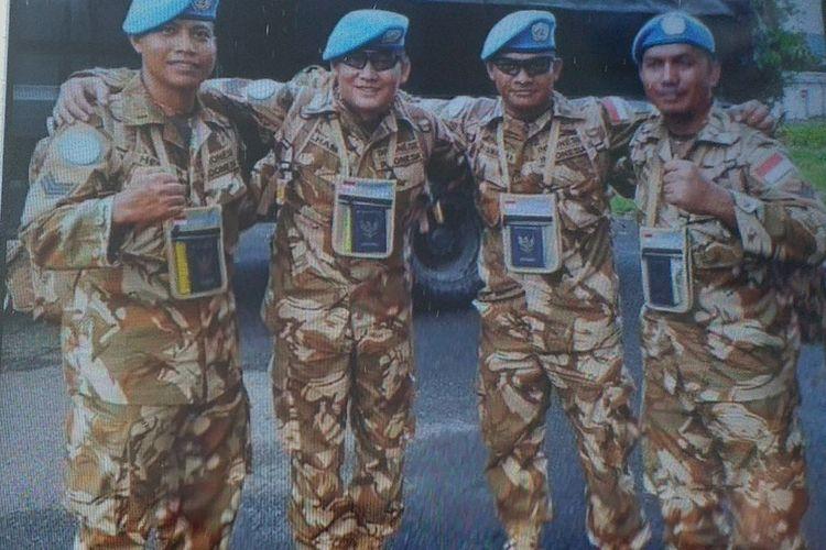 Serma Rama Wahyudi bersama rekan-rekannya saat berada di Kongo dalam menjalankan misi perdamaian.