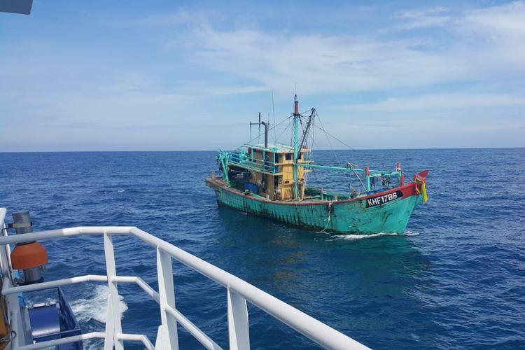 Kapal berbendera Malaysia ditangkap karena curi ikan di wilayah Indonesia.