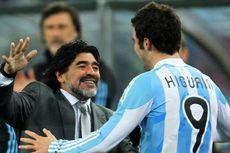 Maradona Dukung Higuain di Napoli