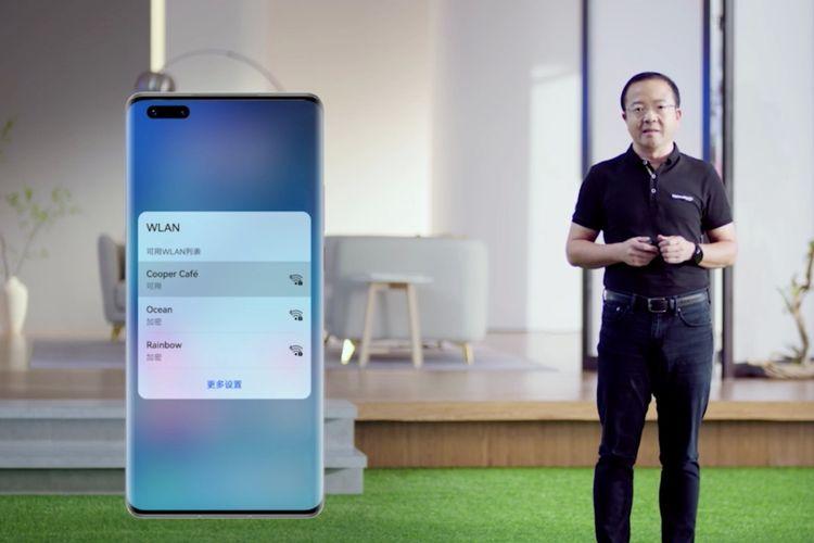 Wang Chenglu, President Huawei CBG memperkenalkan sistem operasi HarmonyOS.