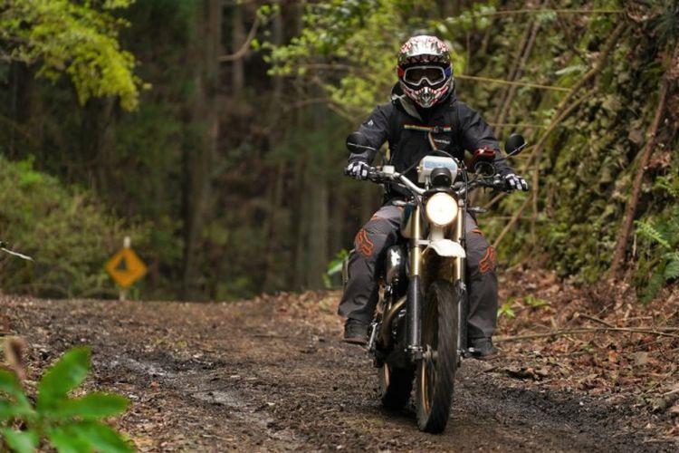 Harley Sportster berjubah Scrambler