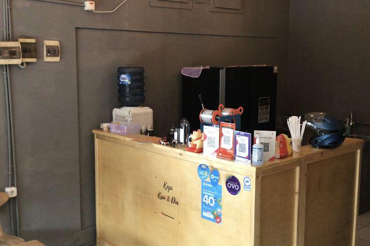Kafe Kopi Kau & Dia di kawasan Jalan DR. Saharjo, Manggarai Selatan, Tebet, Jakarta Selatan sekitar pukul 04.06 WIB.