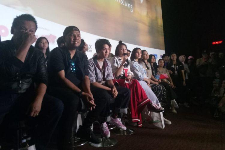 Para pemeran film Dilan 1991 saat melakukan konferensi pers usai menyaksikan Gala Premier Dilan 1991 di Ciwalk Mall, Bandung, Minggu (24/2/2019).