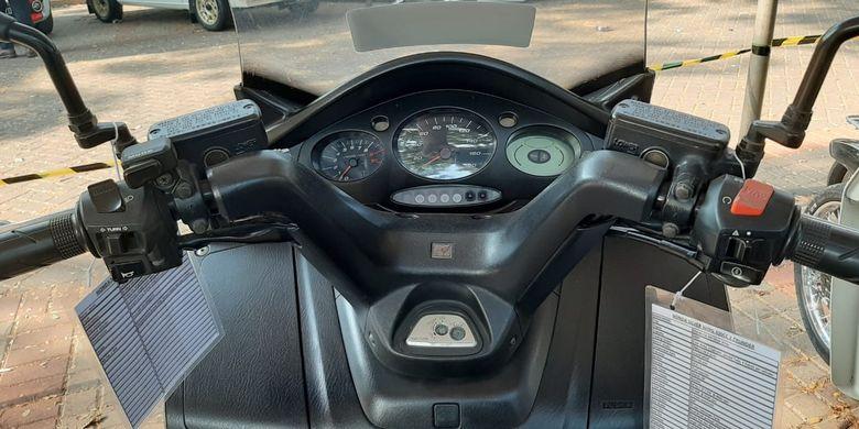 Honda Silver Wing (FJS400) di Otobursa Tumplek Blek 2019.