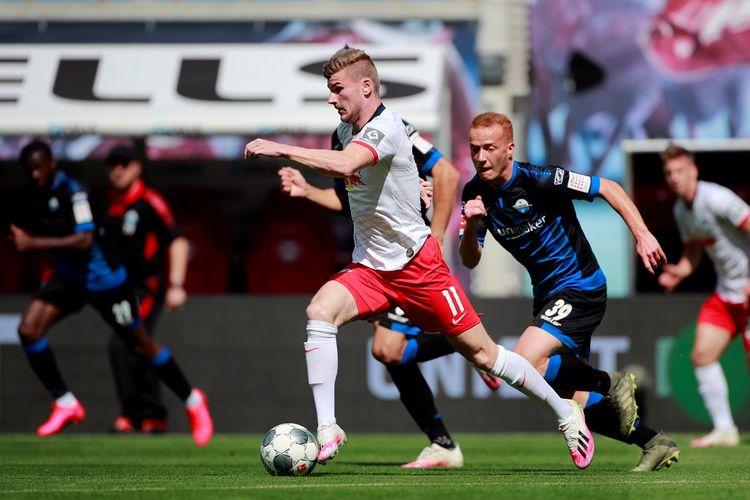 Pemain depan Jerman Leipzig, Timo Werner mengontrol bola selama pertandingan sepakbola divisi satu Jerman, RB Leipzig v SC Paderborn 07 pada 6 Juni 2020 di Leipzig, Jerman timur.