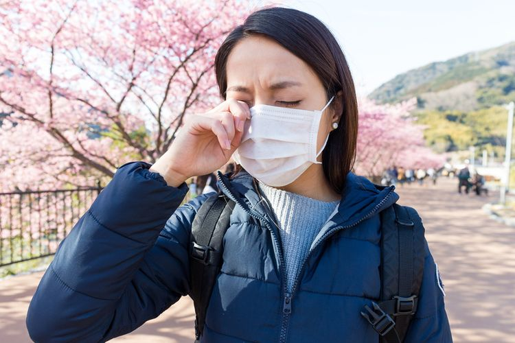 ilustrasi mata gatal akibat alergi