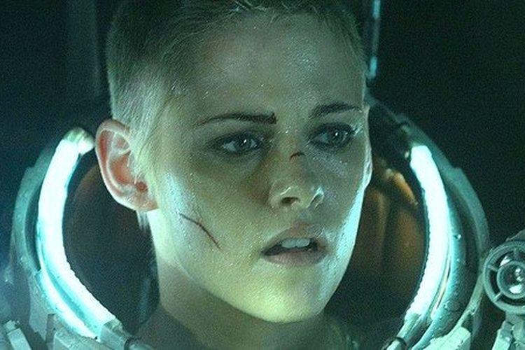 Aksi Kristen Stewart dalam film Underwater
