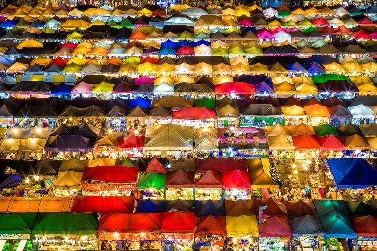 Train Market Ratchada di Thailand.