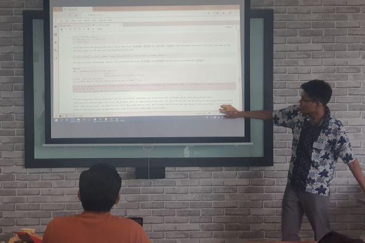 Peserta melakukan presentasi di DQLab Data Champion yang berlangsung di Skystar Ventures lantai 11 New Media Tower, Universitas Multimedia Nusantara, Serpong, Sabtu (1/2/2020).