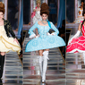 Kue Tart yang Berjalan Karya Moschino di Pekan Mode Milan