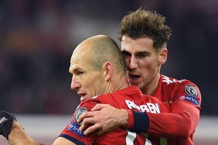Leon Goretzka dan Arjen Robben merayakan gol pada pertandingan Bayern Muenchen vs Benfica di Allianz Arena dalam lanjutan Liga Champions, 27 November 2018.