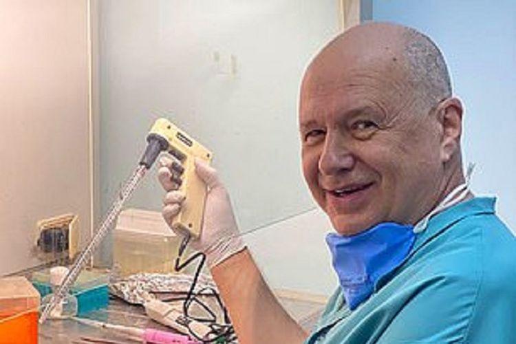 Dr Alexander Chepurnov, peneliti di Siberia, Rusia. Dia dilaporkan terpapar Covid-19 hingga dua kali, di mana yang kedua merupakan kesengajaan demi meneliti soal herd immunity.