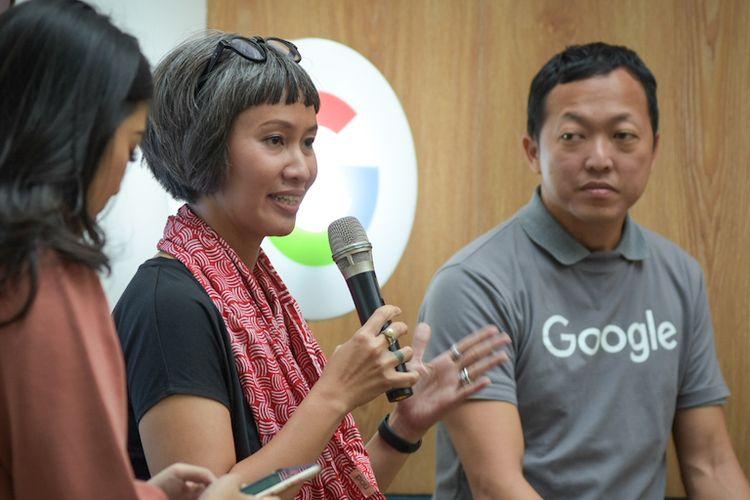 Tari Sandjojo, Direktur Akademik Sekolah Cikal (tengah) dan Lucian Teo, User Education and Outreach Manager, Trust & Safety, Google APAC pada acara #KeluargaCerdas Berinternet di Jakarta.