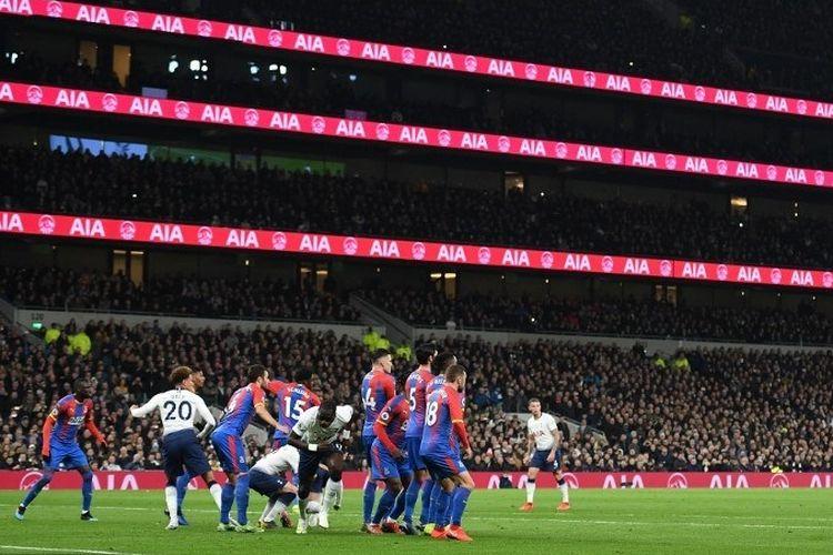 Laga Tottenham vs Crystal Palace dalam lanjutan Liga Inggris menjadi penanda awal pertandingan di Stadion Tottenham Hotspur, 3 April 2019.