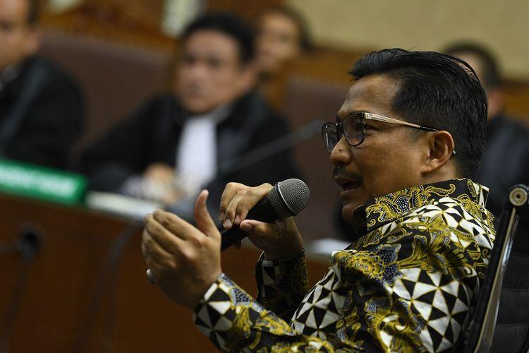 Terdakwa kasus dugaan suap distribusi pupuk Bowo Sidik Pangarso memberikan keterangan kepada Jaksa Penuntut Umum di Pengadilan Tipikor, Jakarta, Rabu (23/10/3019). Persidangan tersebut beragendakan mendengarkan keterangan terdakwa. ANTARA FOTO/Muhammad Adimaja/foc.