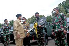 Prabowo Serahkan 40 Mobil Taktis Maung ke KSAD Andika