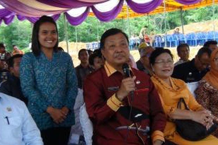 Presiden Joko Widodo melakukan groundbreaking dan meresmikan pencanangan Program Sejuta Rumah yang dipusatkan di Ungaran, Jawa Tengah dan secara serentak dilakukan di sembilan provinsi di Indonesia, Rabu (29/4/2015).