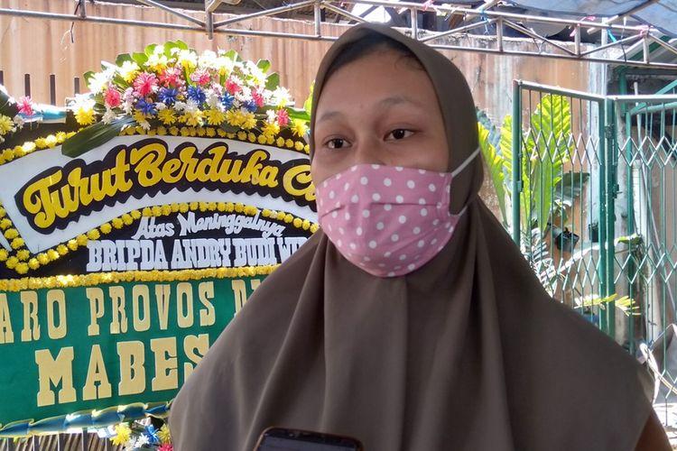 Mega Putri Maharani (21) selaku keluarga ABW saat ditemui di rumahnya di kawasan Jalan Raya Pondok Ranggon, Jakarta Timur, Kamis (17/9/2020)